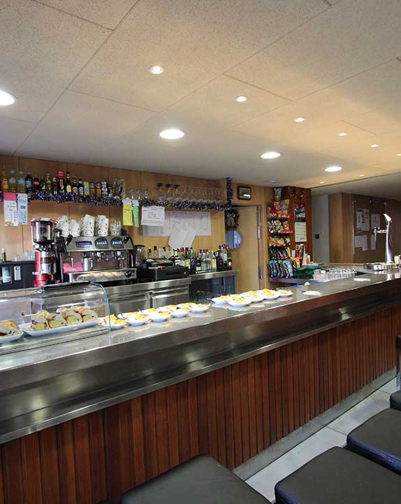 colegio-mayor-universitario-zaragoza-cafeteria