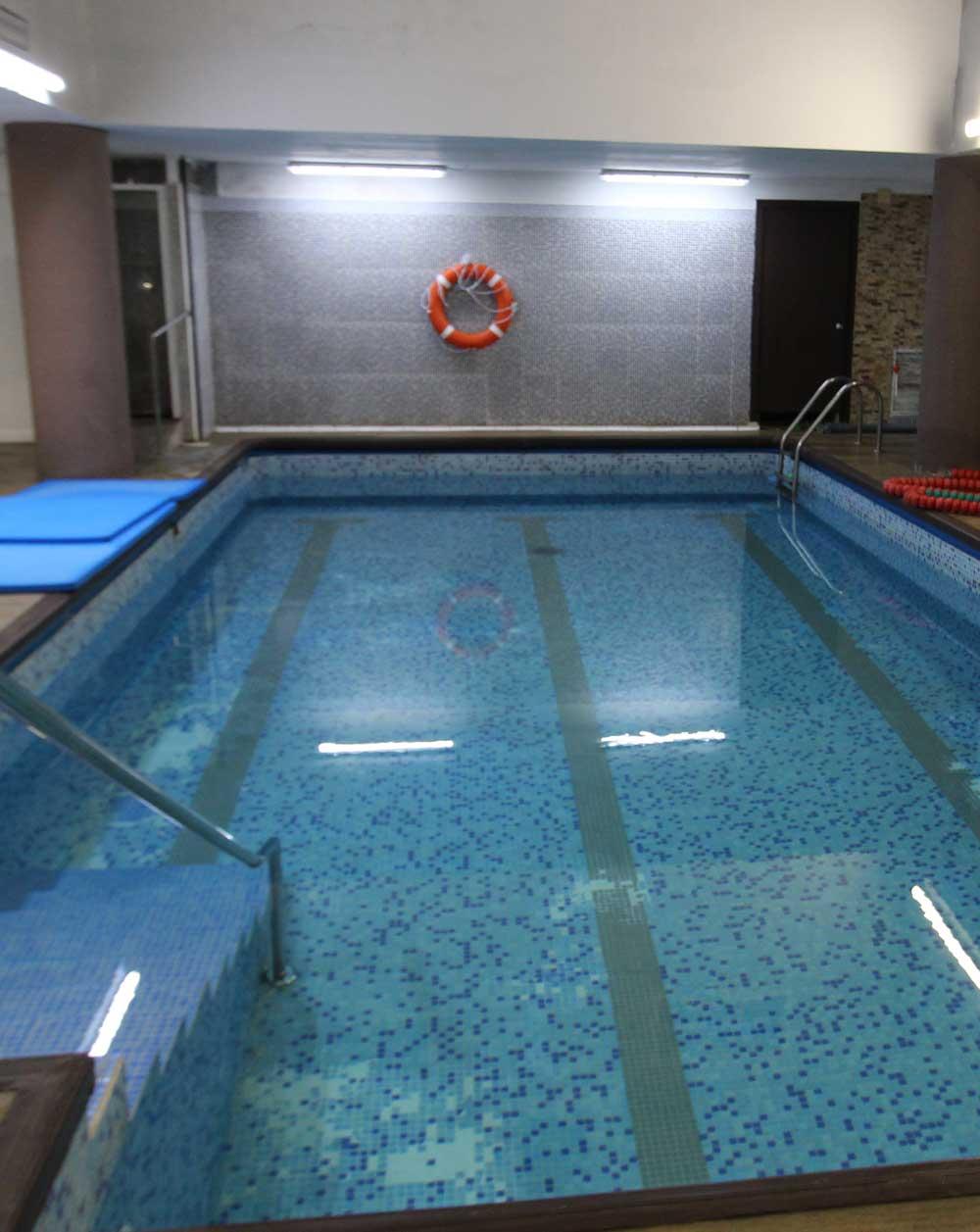 colegio-mayor-universsitario-zaragoza-piscina-2